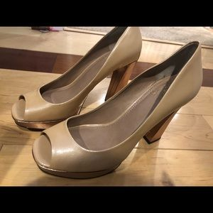 SZ 8 VINCE CAMUTO HEELS CHAMPAGNE & ROSE GOLD